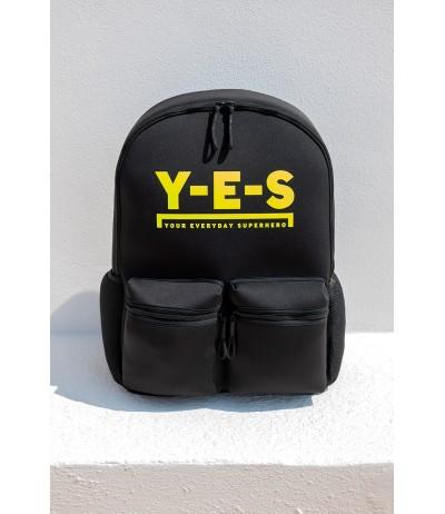 Zaino da viaggio YES in neoprene con stampa del logo frontale in rilievo e tasche.