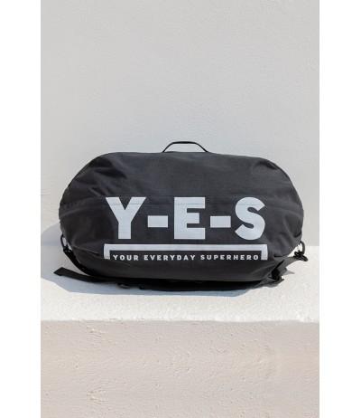 Borsone da viaggio in tessuto water resistant, indossabile anche come zaino YES Your Everyday Superhero.