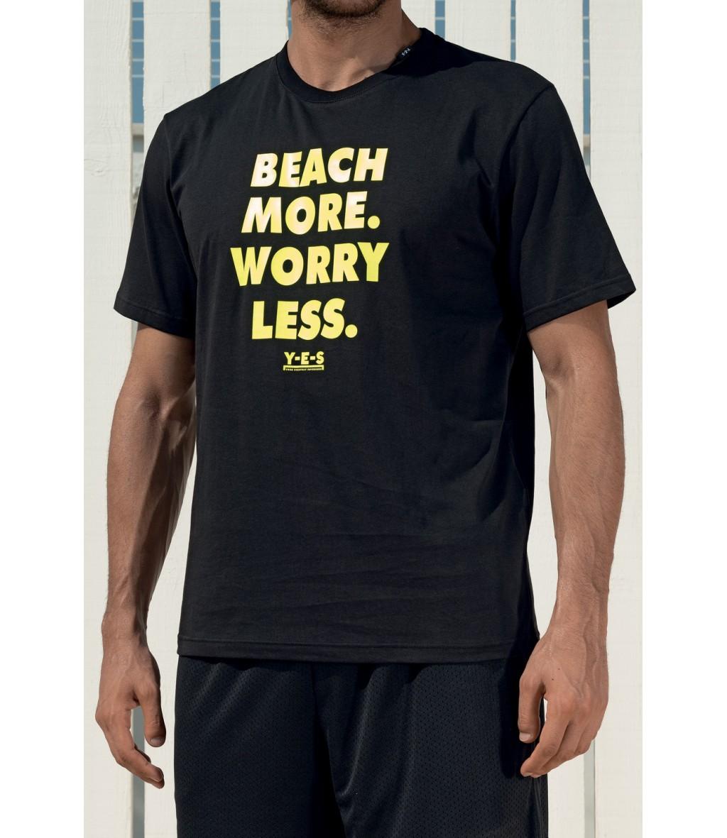 T-shirt in cotone girocollo nera Yes Your Everyday Superhero con scritta stampata gialla sul fronte.