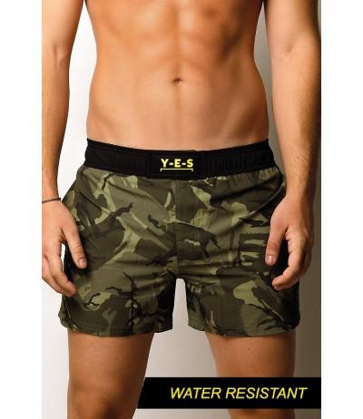 I boxer mare media lunghezza in tessuto stretch e waterproof stampati con fantasia camouflage di Yes Your Everyday Superhero.